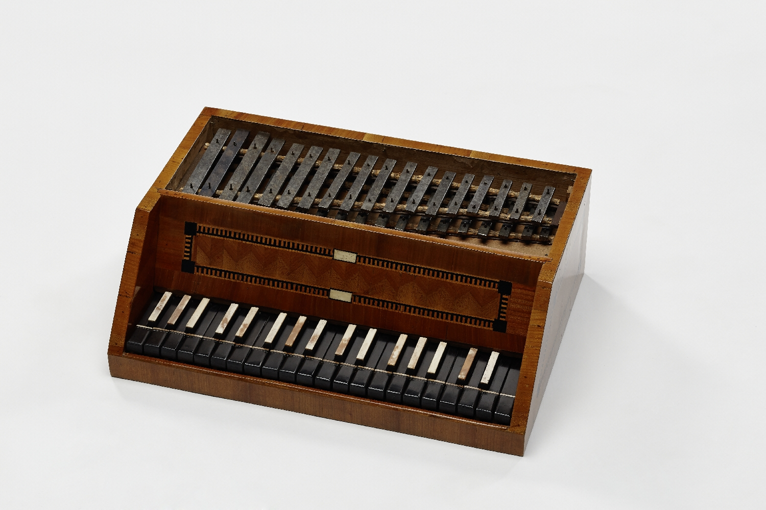 Steel piano, Jacob Peter Pirchl, Traunstein, 1805, wood (fir, cherry, ebony, maple), ivory, steel plates, inv. no. MI 1018