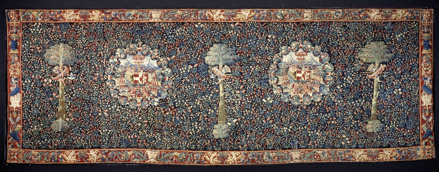 Millefleur carpet with the coat of arms of the Salzburg prince archbishop Matthäus Lang von Wellenburg, Bruges, post-1519, wool, silk, inv. no. 117-48